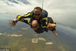 93-year-old man made a parachute jump