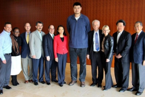 Yao Ming Made People Look Like Tiny Ants