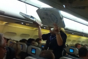 Pilot buys pizza for stranded passengers