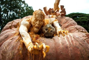 40 Detailed Pumpkin Carvings That Make Normal Ones Seem Boring